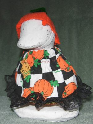 """Fall Black and white checked with felt hat for 6"""" cement geese"""