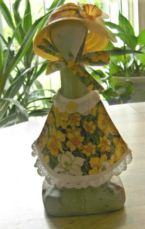 "Spring Daffodil with yellow straw hat Cement goose outfit for 9"" upright goose"