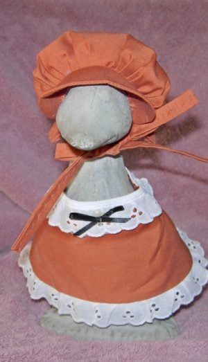 "Thanksgiving Rust colored girl pilgrim outfit for 9"" gosling cement goose"